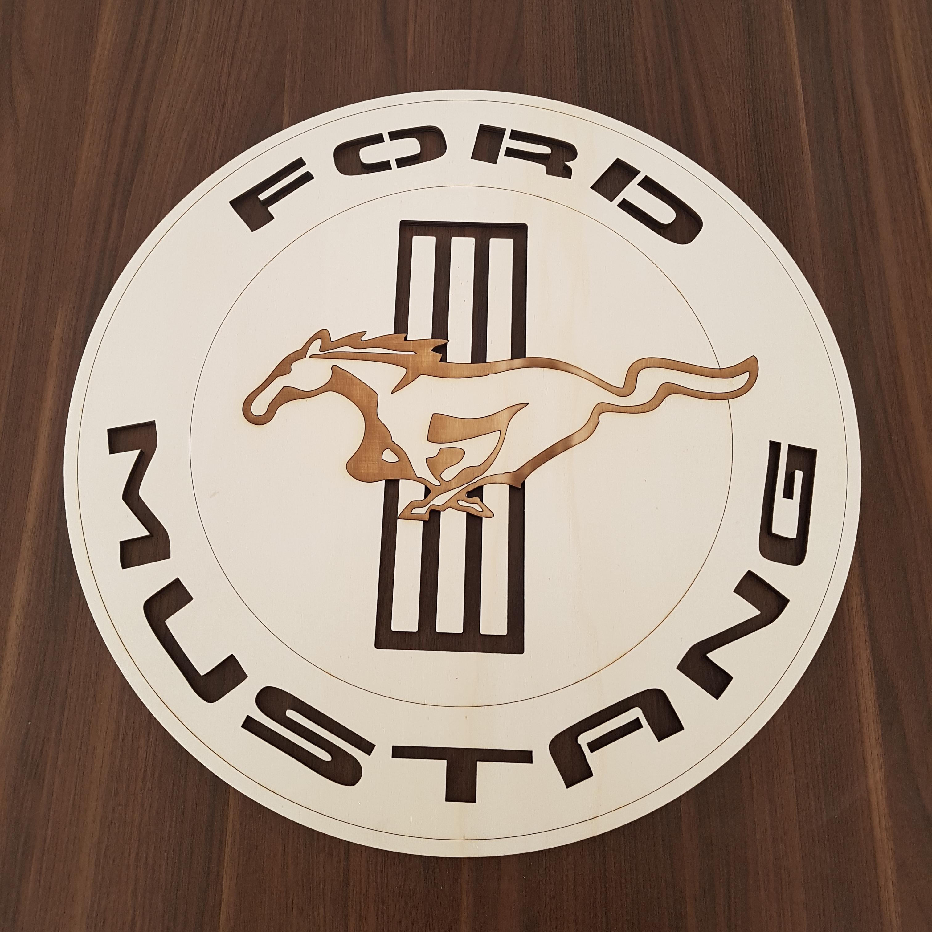 Vyrezávané logo na mieru