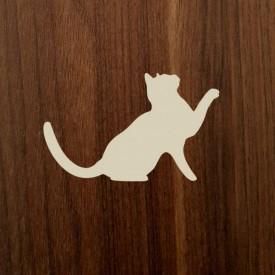 Výrez - zvedavá mačička